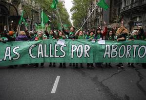 Argentinas protestam em Buenos Aires contra a rejeição da Lei do Aborto no Senado Foto: Eitan Abramovich / AFP
