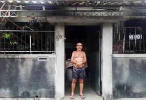 O chaveiro Jalmir Araújo de Azevedo, especializado em cofres bancários, na sua casa Foto: Bruno Abbud / Agência O Globo