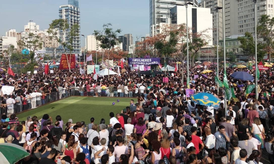 Ato em São Paulo reúne centenas contra Jair Bolsonaro no Largo da Batata Foto: Edilson Dantas/Agência O Globo