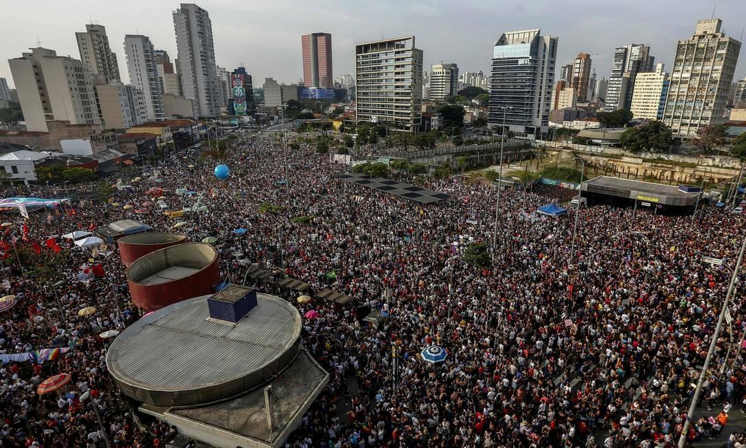 Manifestação contra Bolsonaro no Largo da Batata, em São Paulo Foto: MIGUEL SCHINCARIOL / AFP