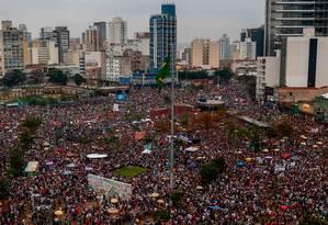 Manifestantes em protesto contra o candidato do PSL à Presidência da República, Jair Bolsonaro, no Largo da Batata, em São Paulo Foto: Miguel Schincariol / AFP