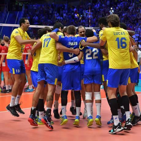 Seleção masculina de vôlei comemora classificação à quinta final consecutiva em mundiais Foto: Divulgação/FIVB