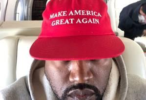 Kanye West com boné de apoio a Trump Foto: Twitter / Reprodução