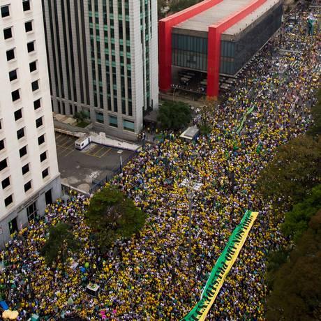 #EleSim: manifestantes a favor do candidato do PSL à Presidência da República, Jair Bolsonaro, reuniram-se na avenida Paulista neste domingo Foto: Edilson Dantas / Agência O Globo