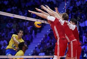 Bloqueio polonês infernizou a vida da seleção brasileira Foto: MASSIMO PINCA / REUTERS