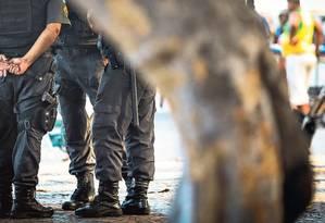 PMs na orla da Zona Sul: juntas médicas da Marinha, do Exército e da própria Polícia Militar examinam, desde agosto, caso de afastamento. Um dos objetivos da iniciativa é levar o número de agentes no patrulhamento Foto: Bárbara Lopes / Agência O GLOBO