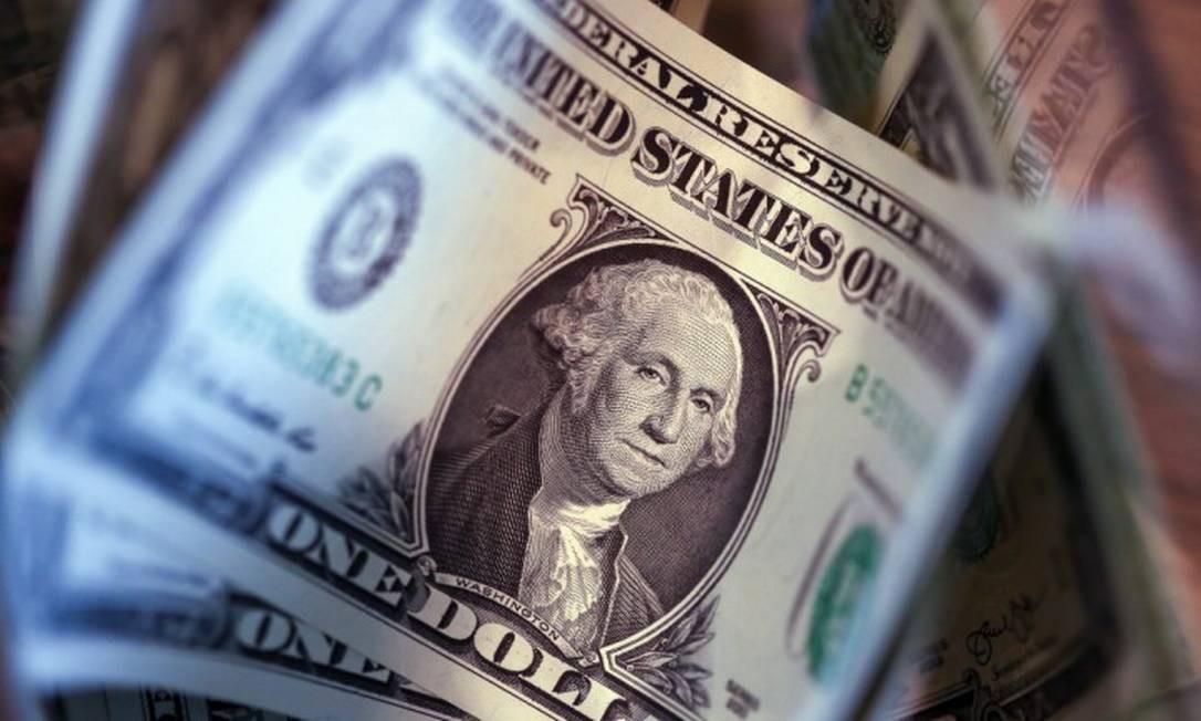 Cédulas de dólar, a moeda oficial dos Estados Unidos Foto: Chris Ratcliffe / Bloomberg