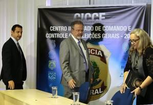 O ministro da Segurança Pública, Raul Jungmann, na abertura do Centro Integrado de Comando e Controle das Eleições Foto: Jorge William / Agência O Globo