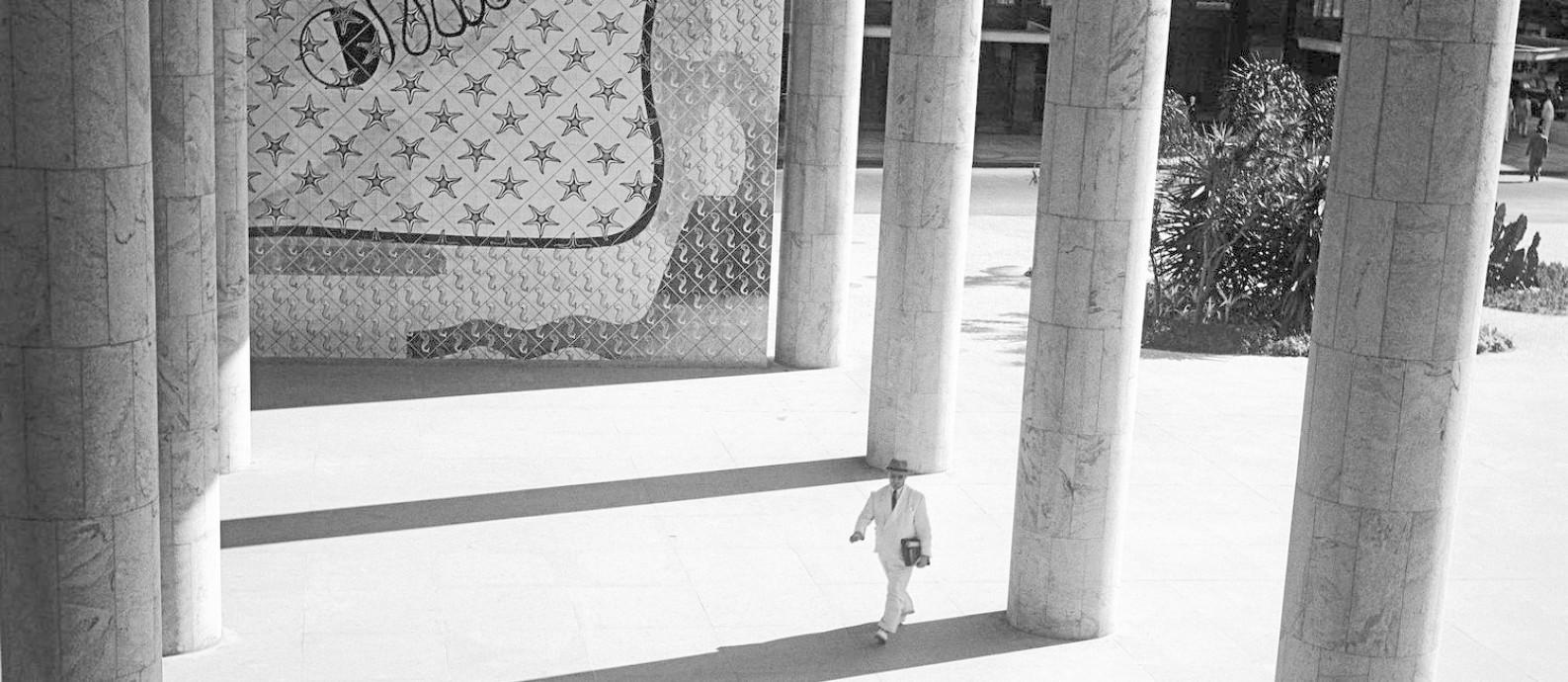 Colunatas e painel de azulejos de Candido Portinari no edifício do Ministério da Educação e Saúde, Rio de Janeiro, 1946. Foto: Divulgação