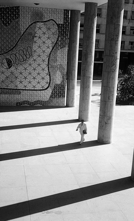 Colunatas e painel de azulejos de Candido Portinari no edifício do Ministério da Educação e Saúde, Rio de Janeiro, 1946 Foto: Divulgação