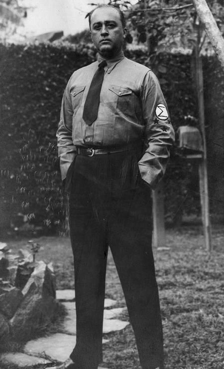 Gustavo Barroso, com uniforme integralista, 1933 Foto: Divulgação