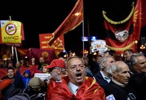 Apoiadores do boicote ao plebiscito vão às ruas contra a mudança de nome na Macedônia Foto: ARMEND NIMANI / AFP