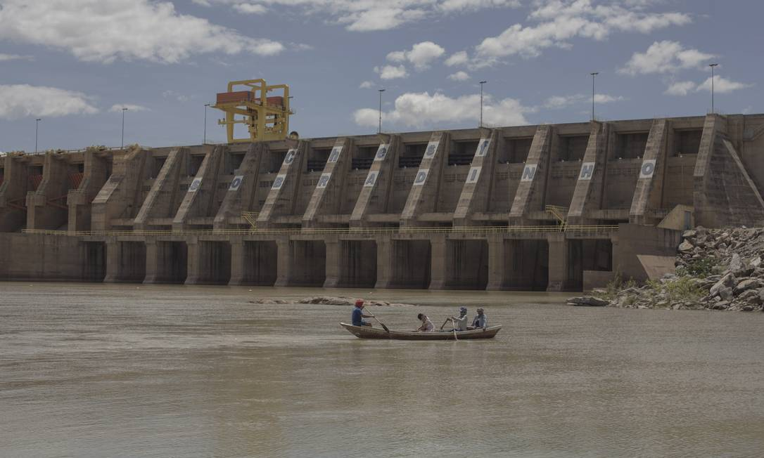 Vista do lago e barragem de Sobradinho, na Bacia do São Francisco, na Bahia: Codevasf gere ações de apoio à população ribeirinha Foto: Daniel Marenco/25-2-2018 / Agência O Globo
