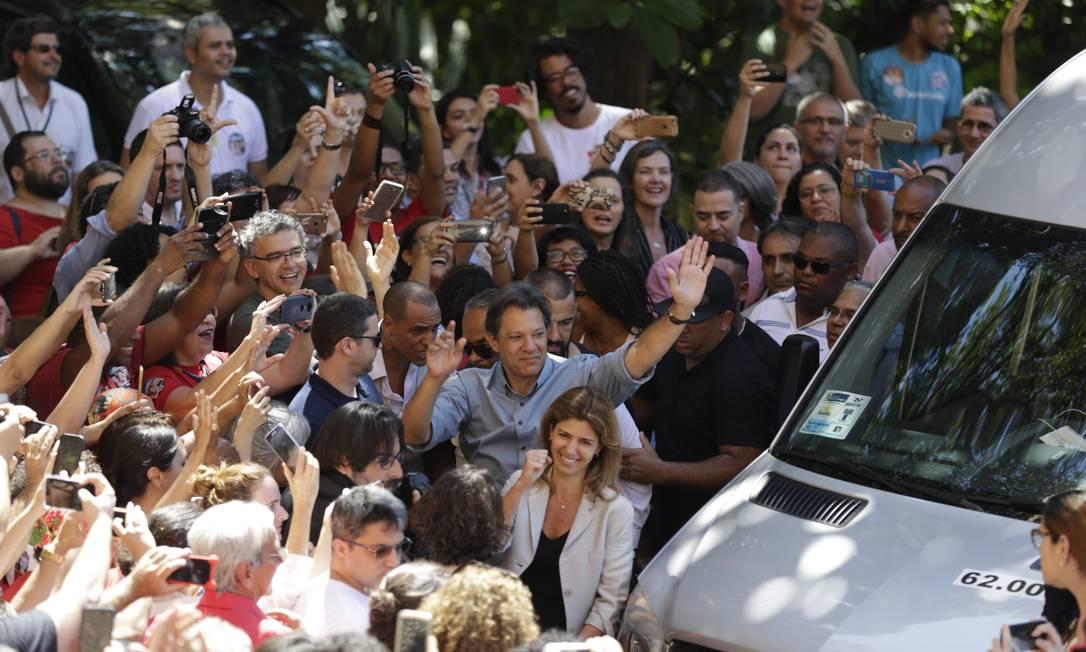 O candidato do PT à Presidência da República Fernando Haddad, faz campanha na Fiocruz Foto: Gabriel Paiva / O Globo