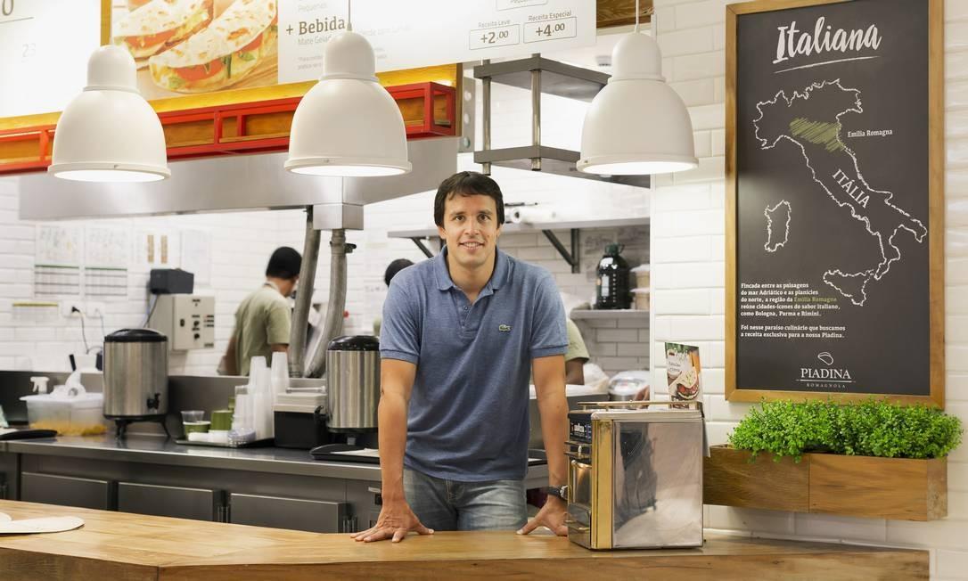 Roberto Celidonio, dono da franquia Piadina Romagnola, comemora aumento nas vendas após reforma em loja com recursos do BNDES Giro Foto: Gabo Morales