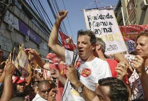 O candidato do PT à Presidência, Fernando Haddad, visita Duque de Caxias Foto: Gabriel de Paiva / Agência O Globo