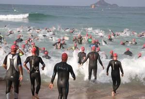 Registro da prova de natação do Brasil Ironman no Recreio no último dia 30 Foto: Divulgação/Brasil Ironman