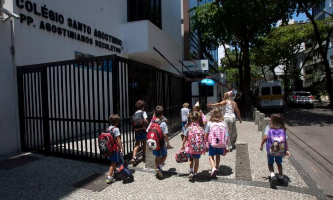 Livro de Luiz Puntel seria usado na última prova de redação do ano Foto: Rafael Andrade/27-2-2012
