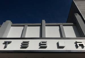 Showroom da Tesla, em Santa Monica, na Califórnia Foto: Lucy Nicholson / REUTERS/4-1-2018