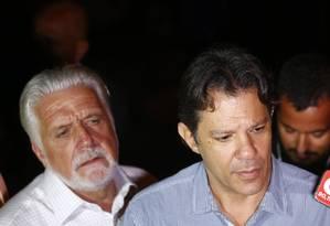 O ex-prefeito Fernando Haddad e o ex-governador Jaques Wagner 11/04/2018 Foto: Pablo Jacob / Agência O Globo