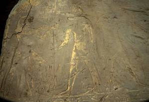 Um dos murais encontrados representa o Rei Ptolomeu IV Foto: Ministério de Antiguidades