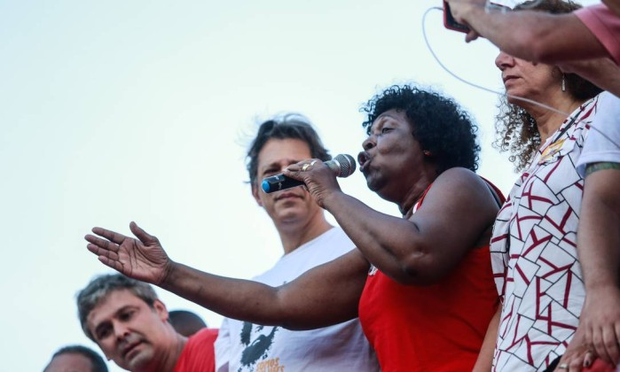 Benedita da Silva participa de ato político de Fernando Haddad, no Rio de Janeiro Foto: Brenno Carvalho / Agência O Globo