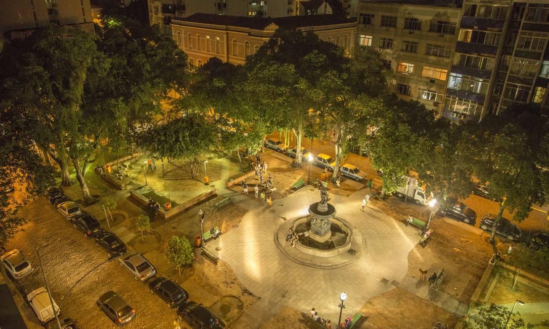 """Foto da matéria """"Ato pró-Bolsonaro na Praça São Salvador, reduto da esquerda na Zona Sul do Rio, termina em confusão"""""""