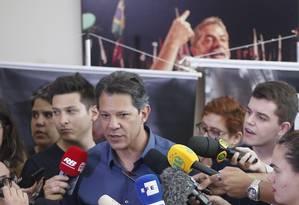 Fernando Haddad, durante ato de campanha em São Paulo Foto: Marcos Alves / Agência O Globo