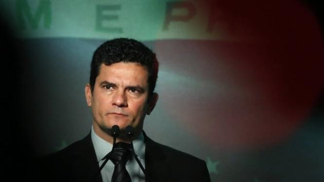 O juiz Sergio Moro repetiu estratégia de 2014 e quebrou sigilo de uma delação compotencial de afetar o curso da eleição Foto: Edilson Dantas / Agência O Globo