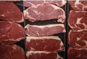 Lotes de carnes cruas: em caso de contaminação por samonela, a orientação é descartar o produto Foto: Bloomberg
