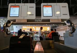 Gol instala sistema de despacho automatizado de bagagem no Galeão Foto: Pedro Teixeira / Agência O Globo