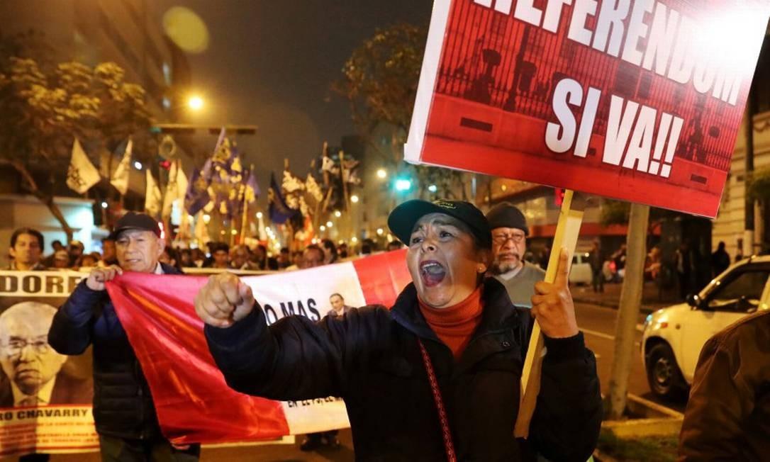 Manifestantes participam de protesto em favor de pacote anticorrupção após Peru ter experimentado escândalos em série Foto: GUADALUPE PARDO / REUTERS