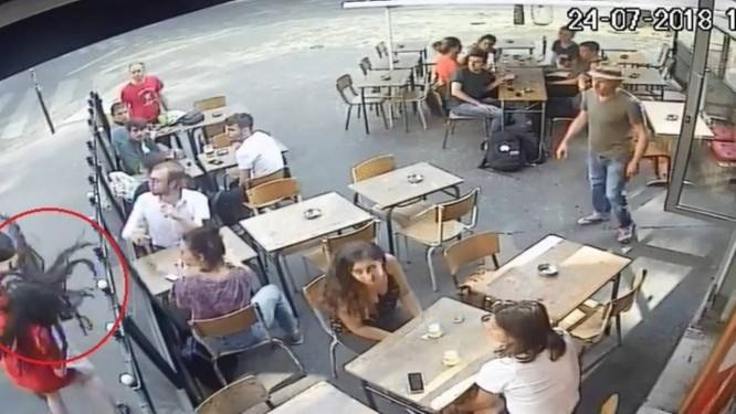 Jovem leva tapa na cara de agressor Foto: Reprodução