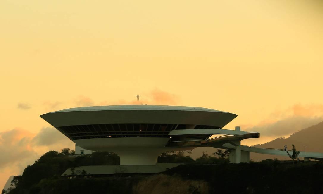 Referência: cerimônia que oficializou criação do Museu do Cinema Brasileiro ocorreu no Museu de Arte Contemporânea (MAC) Foto: Roberto Moreyra / Agência O Globo