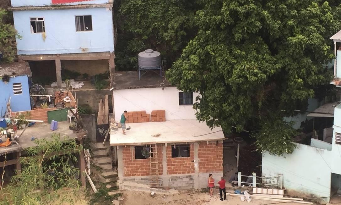 Nova favela cresce na Tijuca Foto: Foto de leitor / Agência O Globo