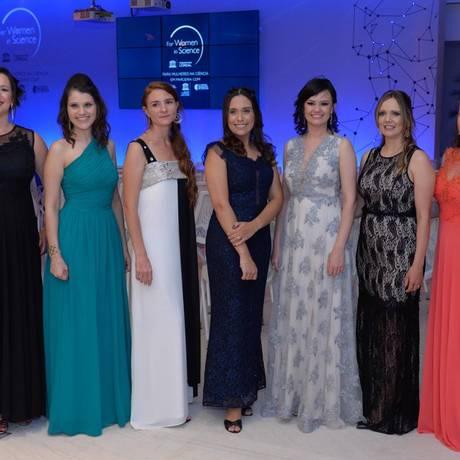 As sete vencedoras na cerimônia de premião do Para Mulheres na Ciência 2018 Foto: Fabio Cordeiro