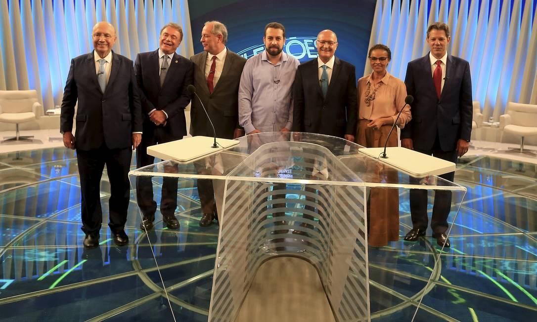 Candidatos a Presidência participam do último debate antes do primeiro turno Foto: Marcelo Theobald / Agência O Globo
