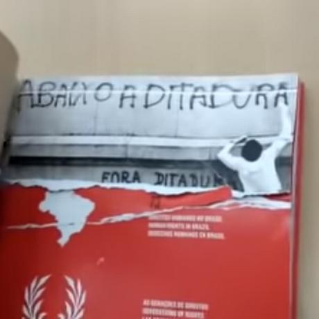 Livro sobre direitos humanos que foi rasgado na Biblioteca Central (BCE) da Universidade de Brasília (UnB) Foto: Divulgação