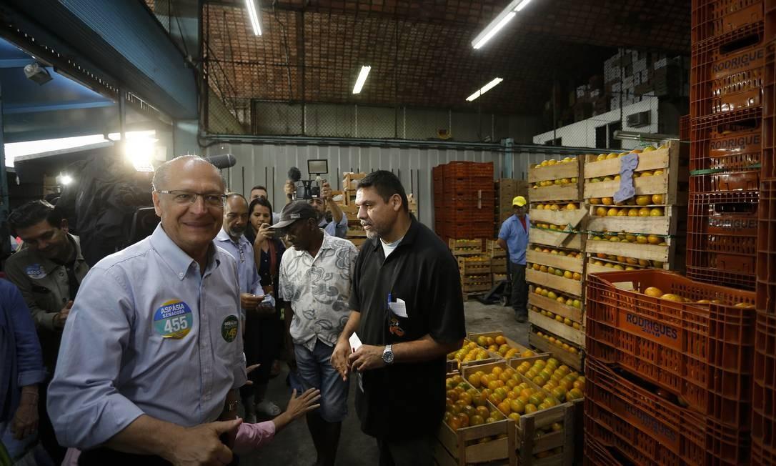 Geraldo Alckmin fez campanha na Ceasa Foto: Pablo Jacob / Agência O Globo