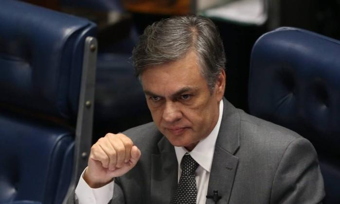 O senador Cássio Cunha Lima preside sessão no plenário do Senado Foto: Ailton de Freitas/Agência O Globo/18-04-2018