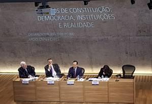 Ministro do Supremo Tribunal Federal (STF) Luís Roberto Barroso participou do evento em comemoração aos 30 anos da Constituição, na FGV, no Rio Foto: Carolina Heringer / Agência O Globo