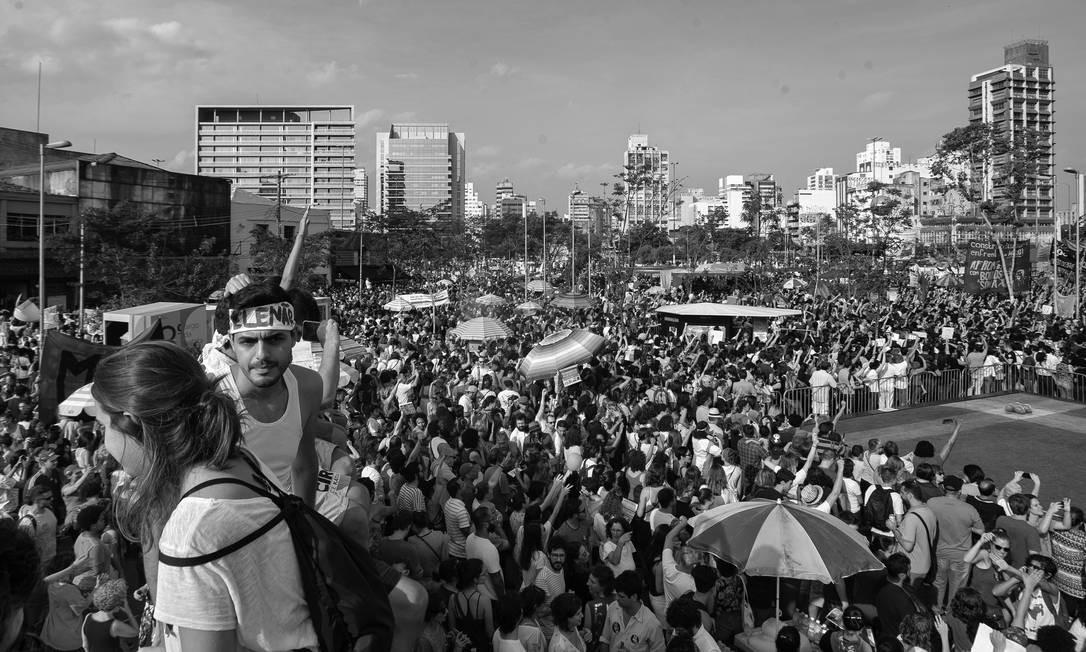 Ato contra o capitão da reserva do exército e deputado federal lotou o Largo da Batata no centro de São Paulo Foto: Edilson Dantas / Agência O Globo