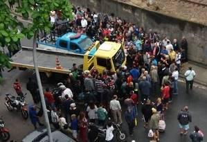 Motorista do reboque perdeu a direção e atingiu nove carros Foto: Reprodução redes sociais