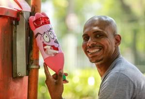 Iniciativa. Campo de São Bento tem garrafa feita por Luiz Ricardo de Jesus Foto: Brenno Carvalho / Agência O Globo