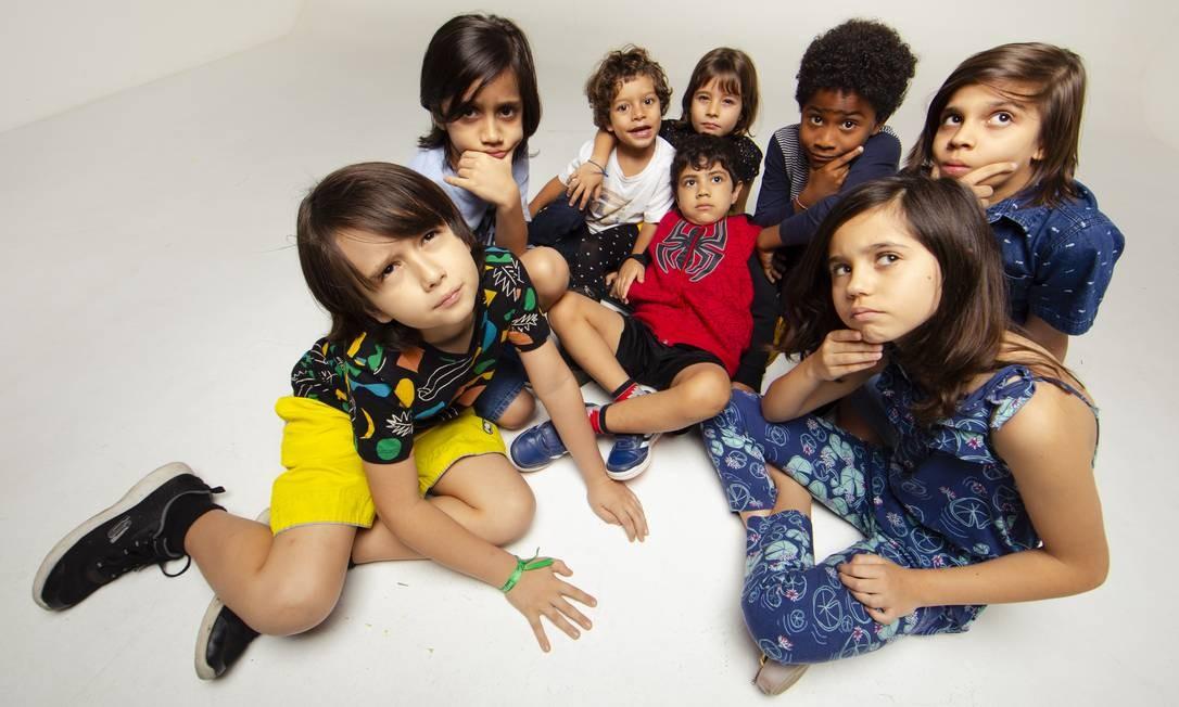A partir da esquerda, em sentido horário, Emanuel, Danilo, Vicente, Teresa, Matias, João, Alice e Miguel Foto: Leo Martins / Agência O Globo
