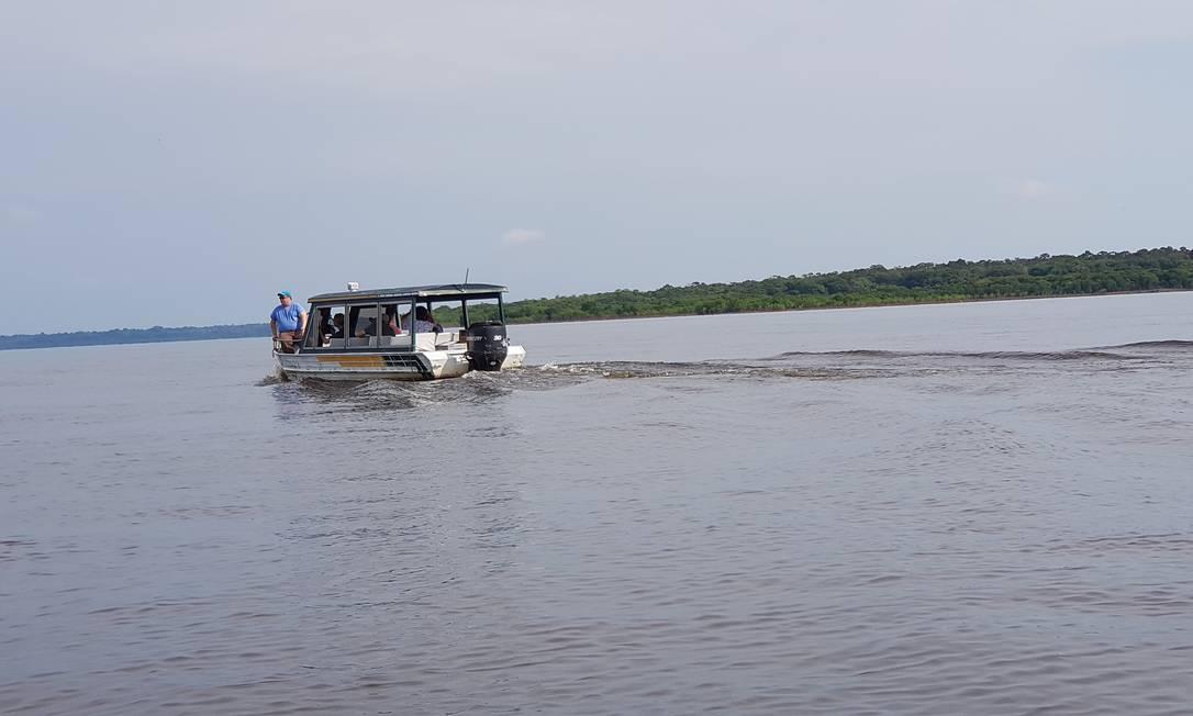 O médico Ricardo dos Santos Faria percorre os rios da Amazônia levando atendimento para comunidades ribeirinhas Foto: / Sérgio Matsuura