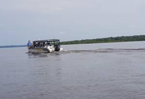O médico Ricardo dos Santos Faria percorre os rios da Amazônia levando atendimento para comunidades ribeirinhas Foto: Sérgio Matsuura