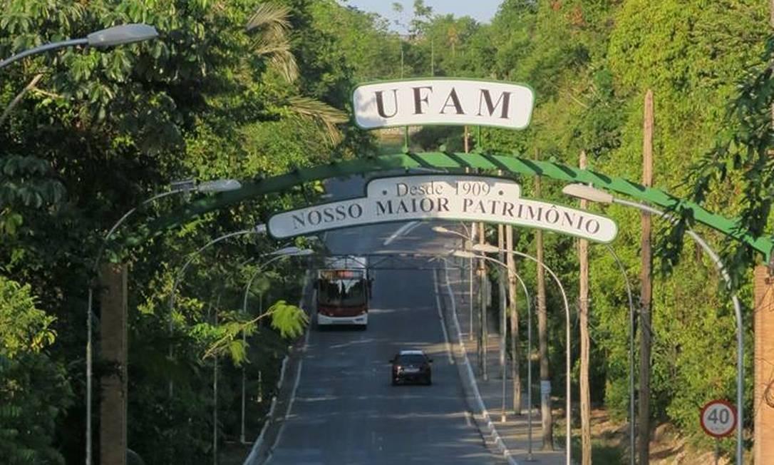 Aluno jogou mesa na direção de professor na Ufam, em Manaus Foto: Facebook/Reprodução