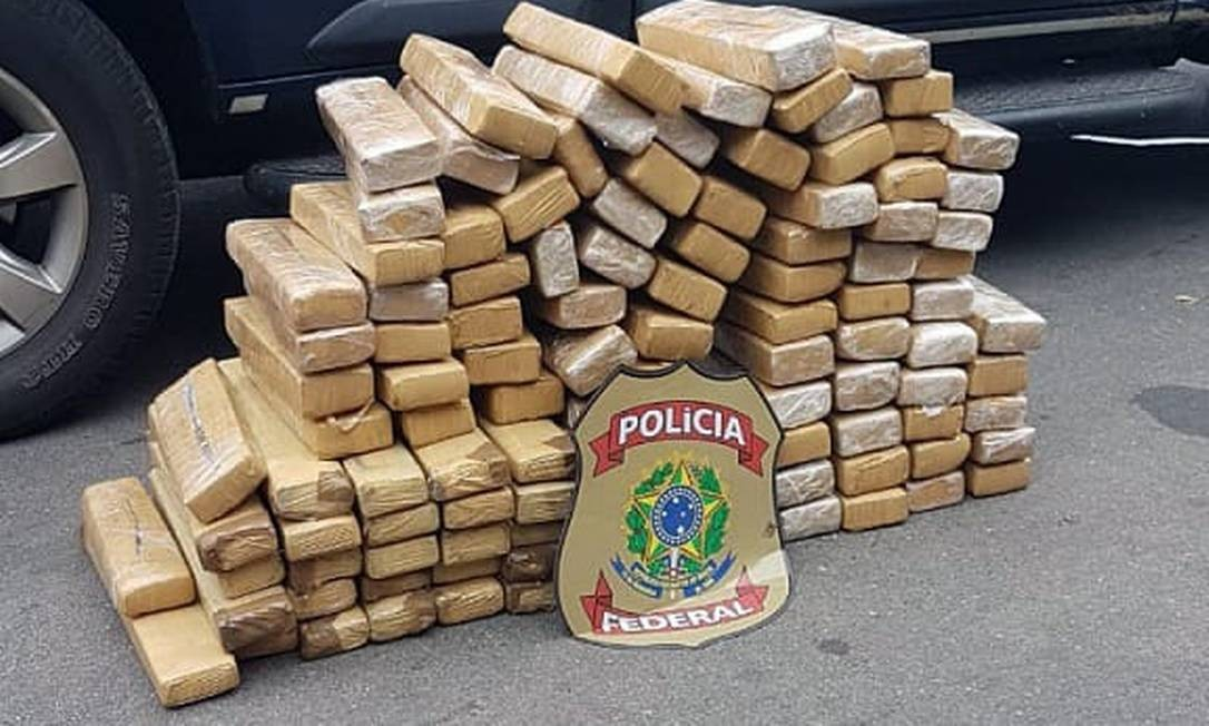 Tabletes foram encontrados dentro de veículo em rodovia na Baixada Foto: Divulgação/PRF