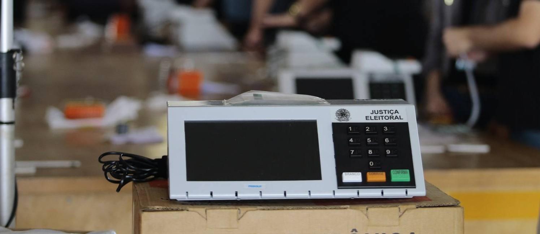 Tribunal Regional Eleitoral do Distrito Federal (TRE-DF) realiza cerimônias de carga e lacração das urnas eletrônicas Foto: Jorge William / Agência O Globo